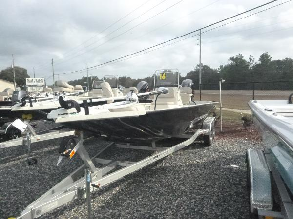 2017 Xpress SW22 with 175 VMax SHO Yamaha 4st!